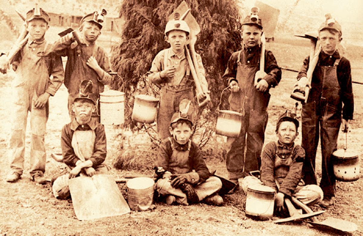 Στα ορυχεία της Αμερικής πολλά μικρά παιδιά-θύματα ακραίας εκμεταλλεύσεως προσέφεραν τον κόπο τους έναντι πενιχρής αμοιβής