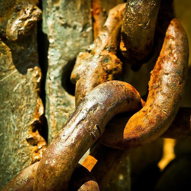 Εἶμαι ὁ κρίκος μίας σκουριασμένης ἁλυσίδος...