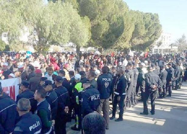 Ξεσηκώθηκαν οἱ Τουρκοκύπριοι γιὰ τὴν διαφορὰ ...ὥρας!!!2