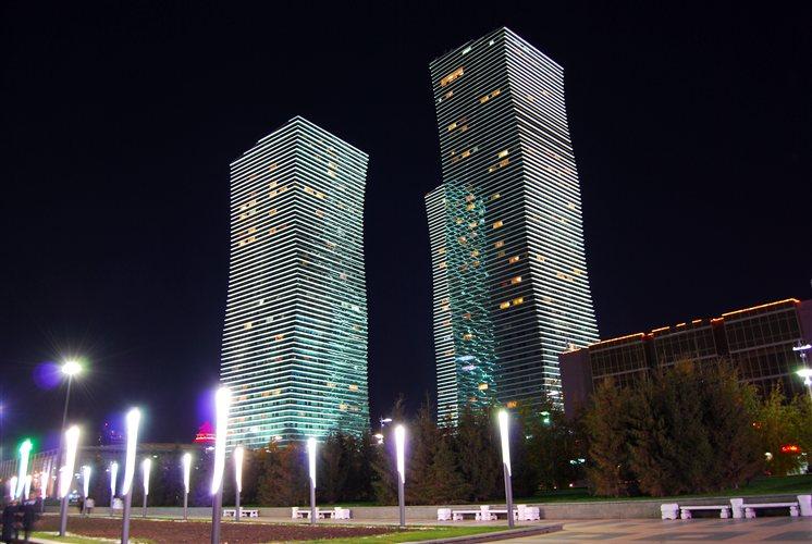 Ένα σύμπλεγμα από τρεις ουρανοξύστες με τον τίτλο «Φώτα του Βορά» λυκνίζεται στο σκοτάδι