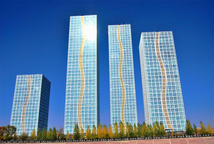Οι ουρανοξύστες ανταγωνίζονται σε ύψος και σε μοντέρνο σχεδιασμό σε έναν αγώνα εντυπωσιασμού