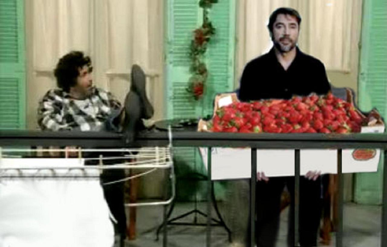 Οἱ Ἰσπανοὶ εἶναι ἠλίθιοι ποὺ μαζεύουν φράουλες.