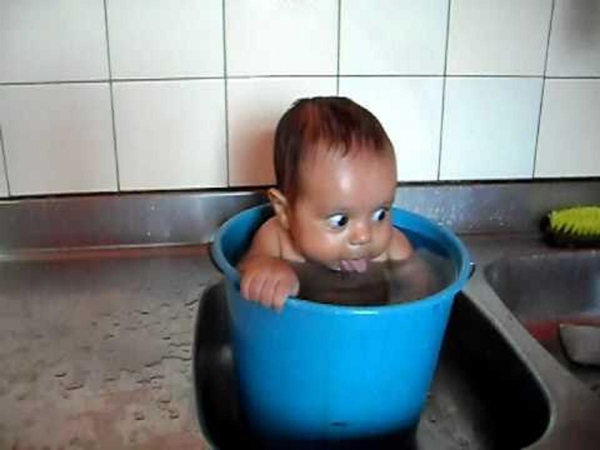 Πῶς πλένουμε ἕνα μωρό;5