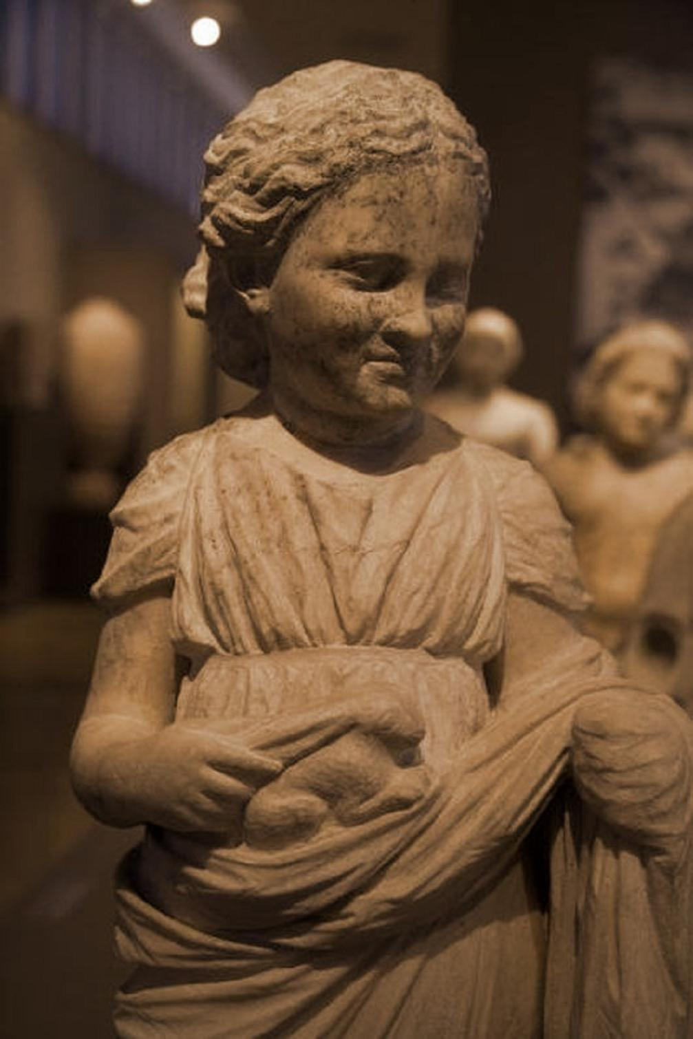 Τὰ μαρμάρινα παιδιὰ τῆς Ἀρτέμιδος... 1
