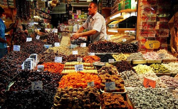 Ἡ γελοιοποίησις τοῦ τουρισμοῦ μας ἀπὸ τὴν Τουρκία. Kapali-Carsi-konstant