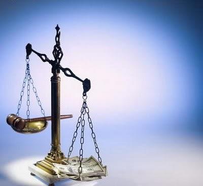 Ἡ διαπλοκὴ ἀποθρασύνεται τελείως. δικαιοσύνη