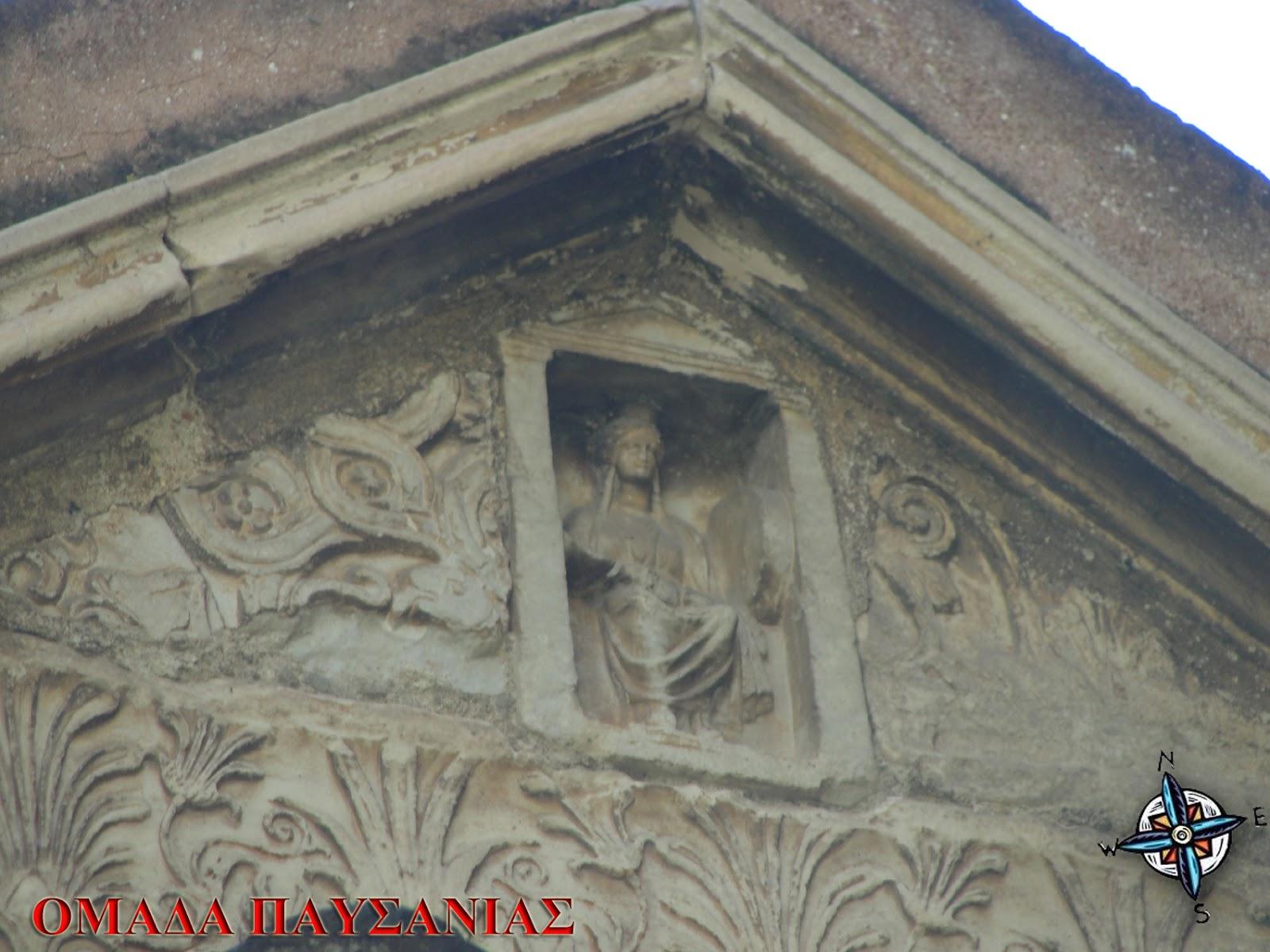 Ανάγλυφο της θεότητας (Ειλειθυίας) Στην είσοδο του ναού