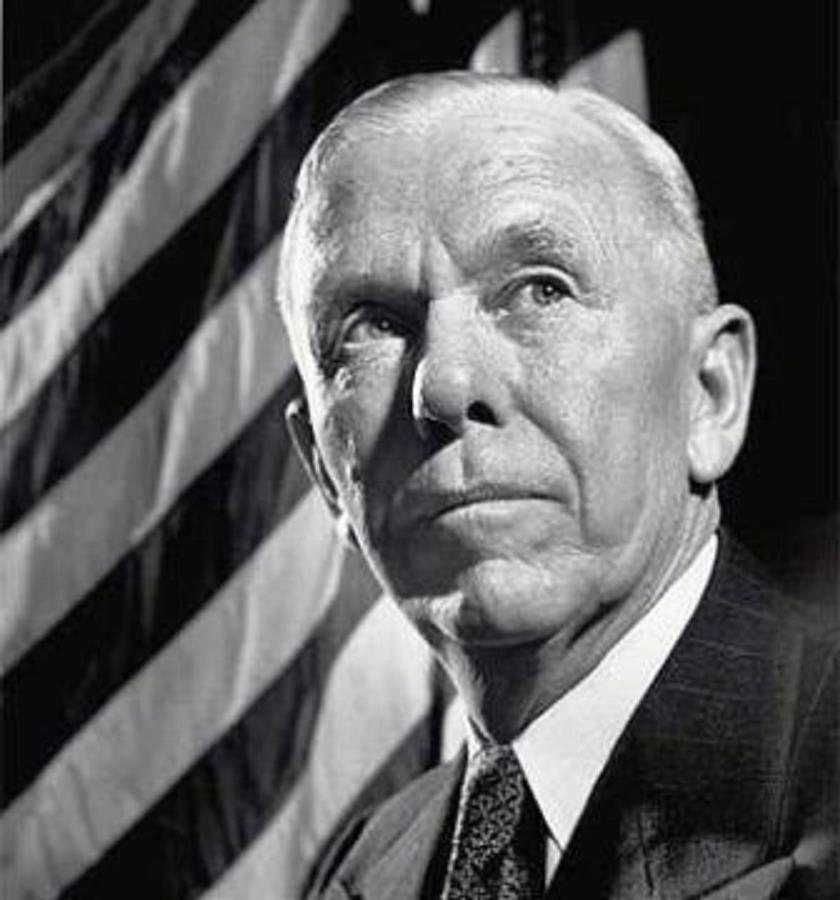 Ο Στρατηγός Τζορτζ Κάτλετ Μάρσαλ υπηρέτησε ως Αρχηγός Επιτελείου του Αμερικανικού Στρατού έως το 1945. Κατά τη διετή του θητεία (1947-1949) ως Υπουργός Εξωτερικών, συνέβαλε τα μέγιστα στην προσπάθεια ανοικοδόμησης της Ευρώπης. Ως επιστέγασμα αυτών των προσπαθειών βραβεύτηκε από το περιοδικό ΤΙΜΕ ως «Άνθρωπος της Χρονιάς» για το 1947 και το 1953 έγινε ο μοναδικός Αμερικανός στρατηγός που έλαβε το Νόμπελ Ειρήνης.
