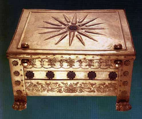 Το αστέρι της Βεργίνας στο Βασιλικό τάφο του Φιλίππου Β'. (Μουσείο Βεργίνας)