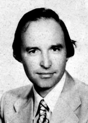 Ο Κώστας Σημίτης στα πρώτα χρόνια της πολιτικής σταδιοδρομίας του.
