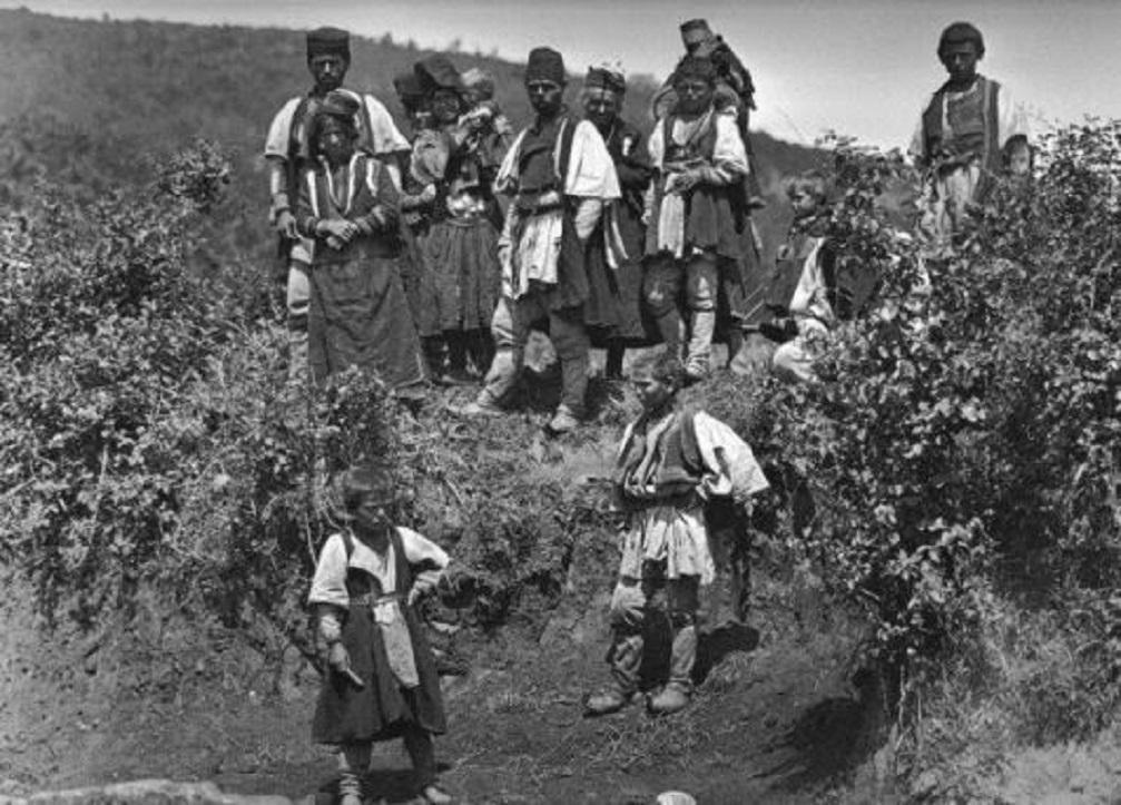 Κόνιτσα, χωρικοί. Φωτογραφία τοῦ Μπουασονᾶ, 1913.