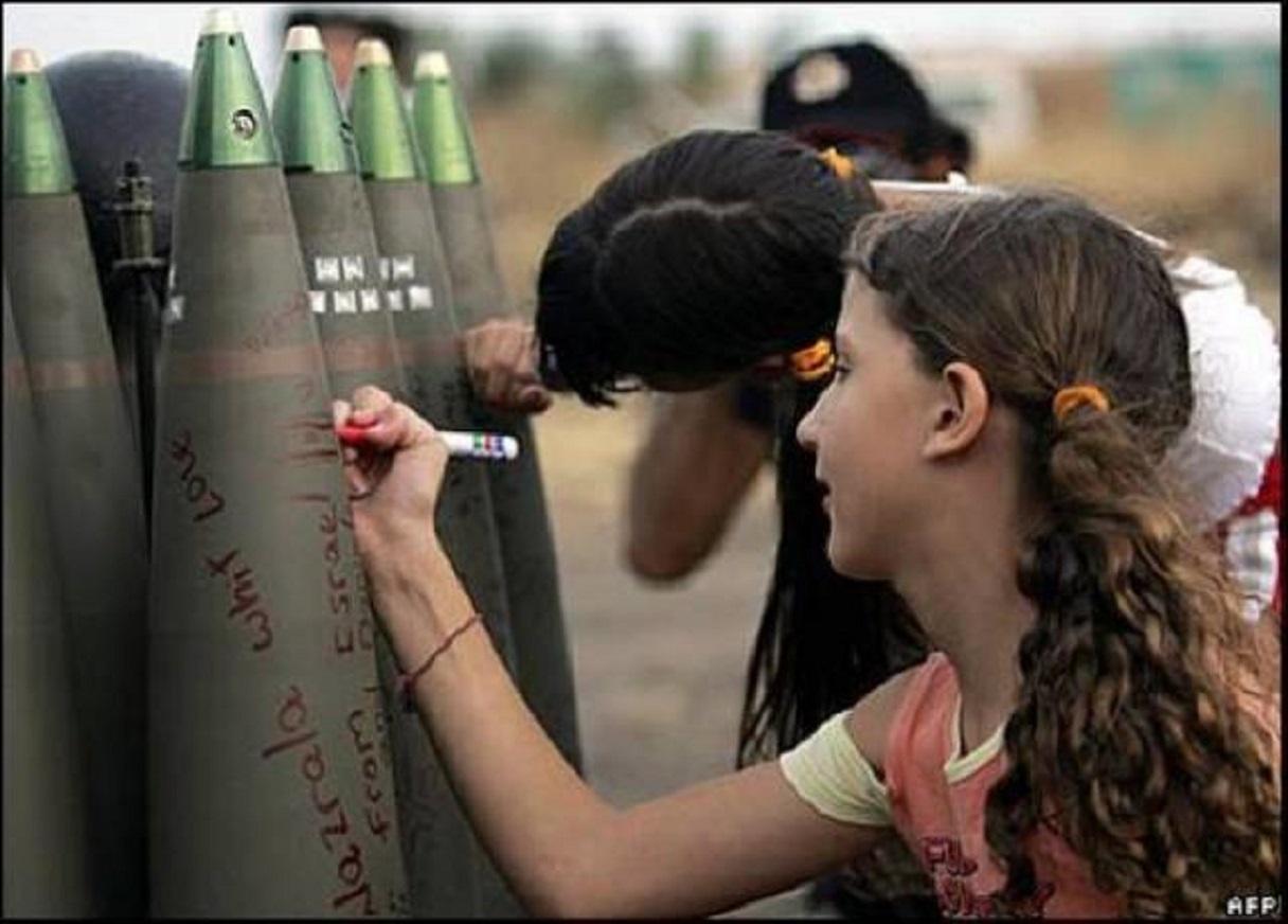 Παιδιὰ σοῦ λέει... Παιδιὰ ποὺ θὰ μεγαλώσουν γιὰ νὰ στείλουν τέτοιες βόμβες νὰ κατακρεουργήσουν ἄλλα παιδιά... Κι ὅλο αὐτὸ συντηρεῖται καὶ κρύβεται πίσω ἀπὸ ὅποια παραμυθολογία θέλετε...