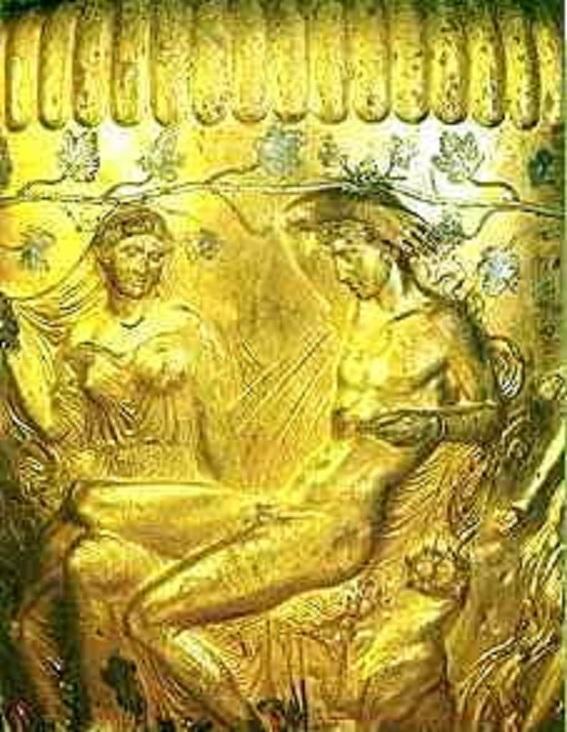 Φωτογραφία: Διόνυσος και Αριάδνη, υπό της σκέπης κλάδου Αμπέλου. Απεικόνιση σε χρυσό κρατήρα που βρέθηκε στην περιοχή του Δερβενίου –Θεσσαλονίκης.