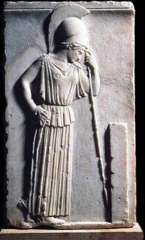 Το ανάγλυφο της «Σκεπτόμενης Αθηνάς» του 5ου αιώνα π. Χ., που εκτίθεται στο Μουσείο της Ακρόπολης....