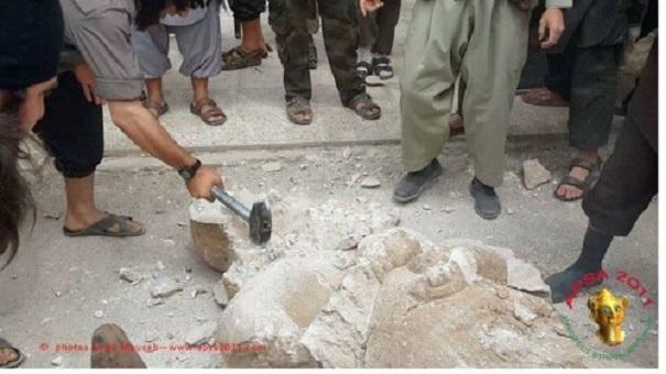 Συρία... Χαλέπι... Ὅπου κάποτε οἱ ΤΑΛΙΜΠΑΝ τώρα ἡ ISIS... (ἵδιο ταμεῖον χρηματοδοτήσεως... ἤ ἄλλως! Βαρβάρων ...«ἔργα»!)
