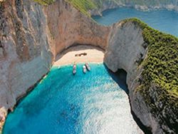 ΑΡΠΑΖΟΥΝ ΚΑΙ τὴν παραλία «Ναυάγιο» τῆς Ζακύνθου!!!1
