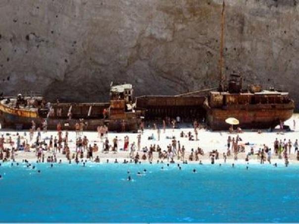 ΑΡΠΑΖΟΥΝ ΚΑΙ τὴν παραλία «Ναυάγιο» τῆς Ζακύνθου!!!3