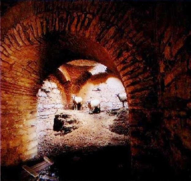 Τὸ ἐσωτερικὸ τοῦ κάστρου τοῦ Πυθίου σὲ παλαιότερη φωτογραφία