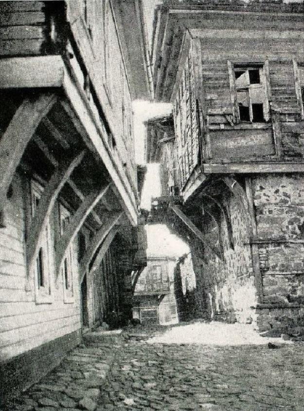 Δρόμος στὴ Σωζόπολη, 1933