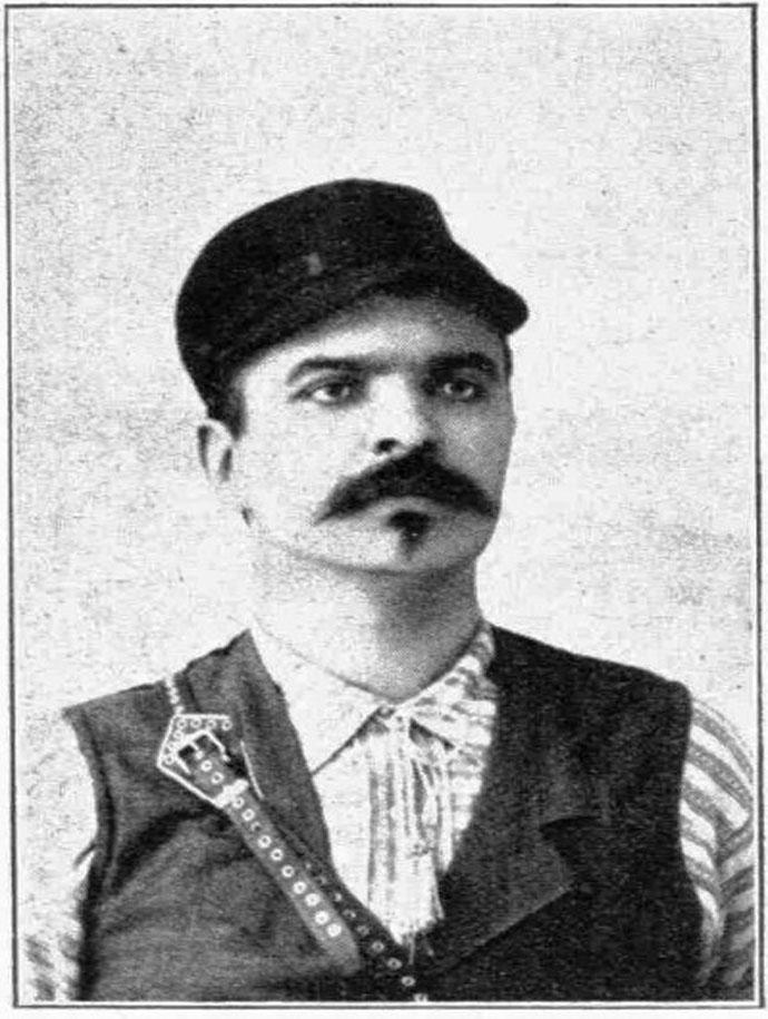 *Ο ένας από τους γιους του, ο Αριστείδης, με μεγάλη πολιτική δράση στην Κρήτη. Πήρε μέρος εθελοντικά και στους Βαλκανικούς Πολέμους. Μεταξύ άλλων πολέμησε και στον Δρίσκο, όταν σκοτώθηκε εκεί ο ποιητής Λορέντζος Μαβίλης