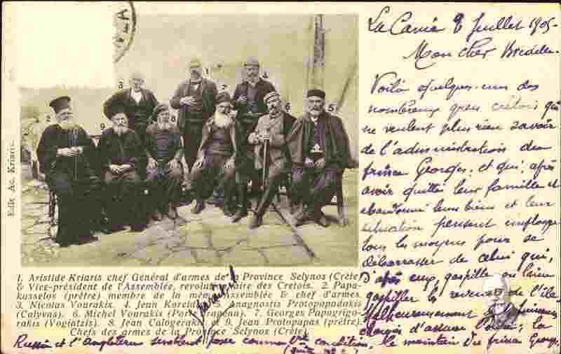 *Όρθιος στο κέντρο, ο γιος του ήρωα, ο Αριστείδης Κριάρης, σε φωτογράφιση του 1905, αρχηγός Σελίνου και αντιπρόεδρος της Επαναστατικής Συνελεύσεως των Κρητών (Αρχείο Ελ. Βενιζέλου)