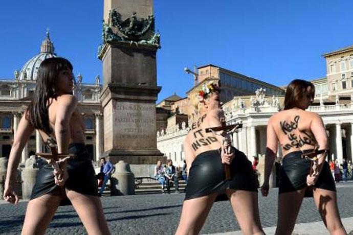 Παντοῦ «κτυποῦν» οἱ Femen, ἐκτὸς ἀπὸ ...συναγωγές!!!2
