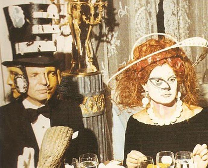 Ο βαρώνος Alexis de Redé με ένα καπέλο με σχέδιο του Dalí
