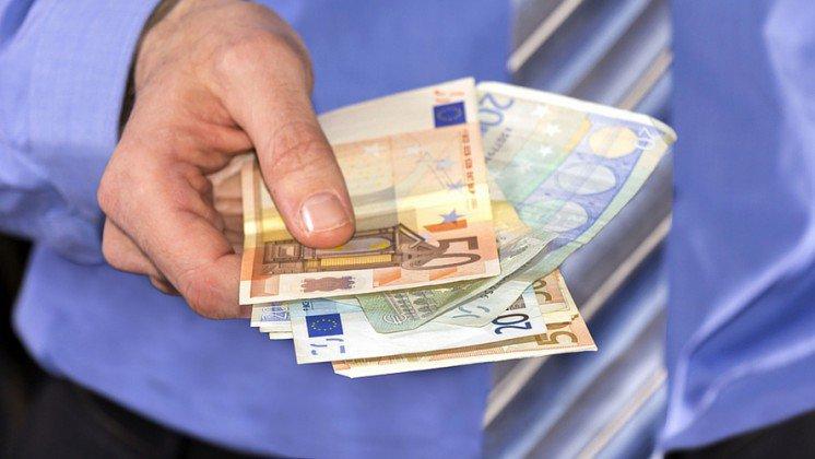 Τὸ καθολικὸ εἰσόδημα ἔρχεται στὴν Γαλλία...