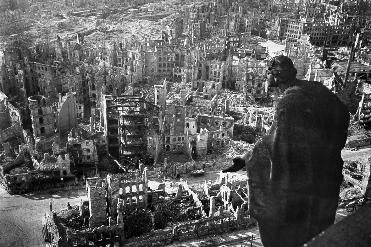 Ἐπιλεκτικοὶ συμμαχικοὶ βομβαρδισμοὶ κατὰ τὸν Β' Παγκόσμιο Πόλεμο.