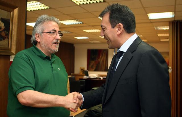 2012: Ο πρόεδρος της ΓΣΣΕ, Γιάννης Παναγόπουλος και ο υπουργός Εργασίας, Γιάννης Βρούτσης, έχουν κάθε λόγο να είναι χαρούμενοι αφού συμφώνησαν να μην πειραχθούν οι....συνδικαλιστικές συντάξεις.