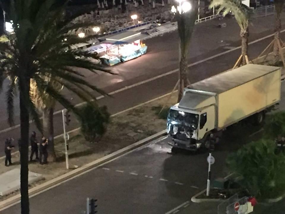 Φορτηγὸ σκορπᾶ θάνατο στὴν Γαλλία1